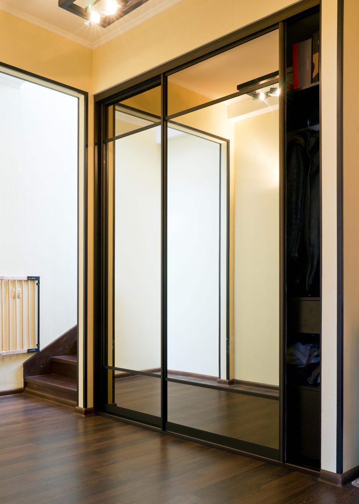 Mr.shkaf - шкафы купе с зеркальными дверями.